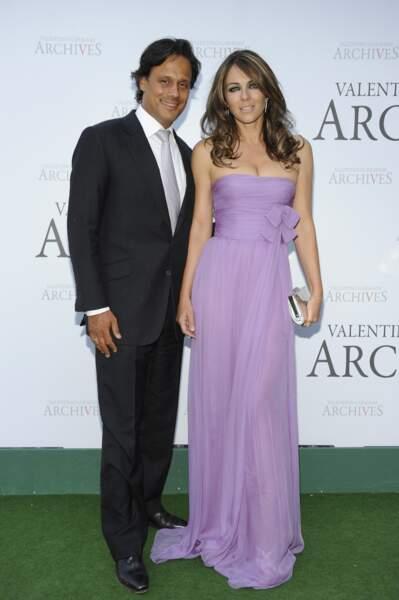 Le divorce est prononcé en avril 2011, Elizabeth Hurley justifiant cette séparation par le comportement peu raisonnable de son ex-mari.