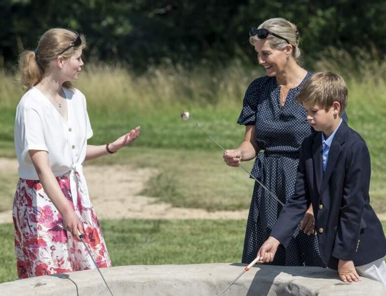 La comtesse de Wessex, Lady Louise Windsor et son petit-frère, James au zoo Wild Place Project.