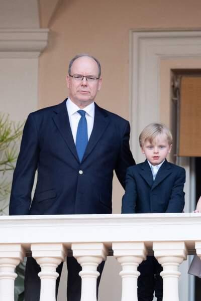Albert II de Monaco pose auprès de son fils Jacques, qui sera amené à lui succéder.