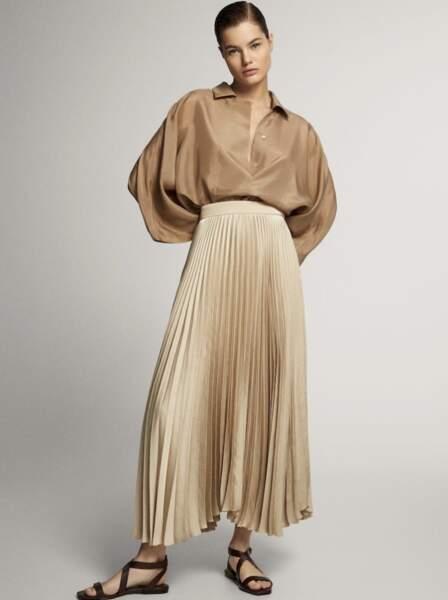 La jupe longue plissée de Letizia d'Espagne est signée Massimo Dutti et soldée à 59,95€