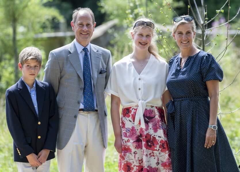 Sophie de Wessex aux côtés de son époux Edward et de leurs deux enfants, Louise et James.