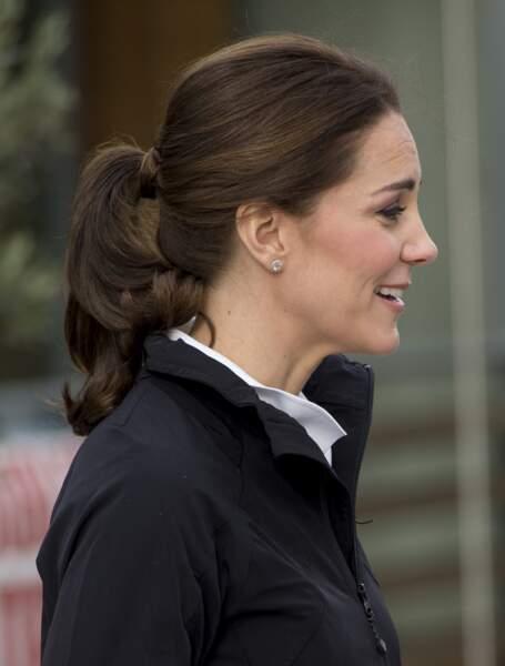 Kate Middleton et la queue de cheval nouée par une mèche de cheveux le 31 octobre 2017