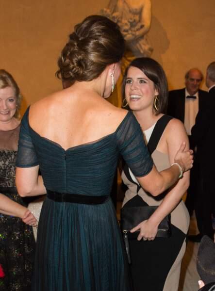 Kate Middleton vue de dos avec un chignon très sophistiqué au Moma à New York le 9 décembre 2014.