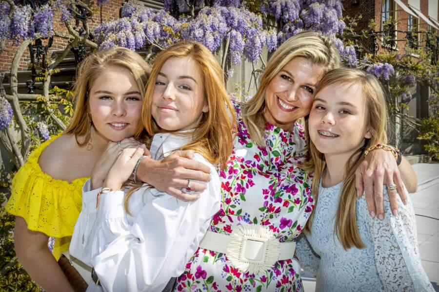 Pour l'instant, Catharina-Amalia et ses soeurs, les princesses Ariane et Alexia, vivent des vies d'adolescentes classiques