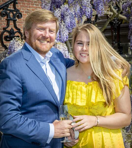 Aux Pays-Bas, c'est Catharina-Amalia, 16 ans, qui succédera à son père, le roi Willem Alexander