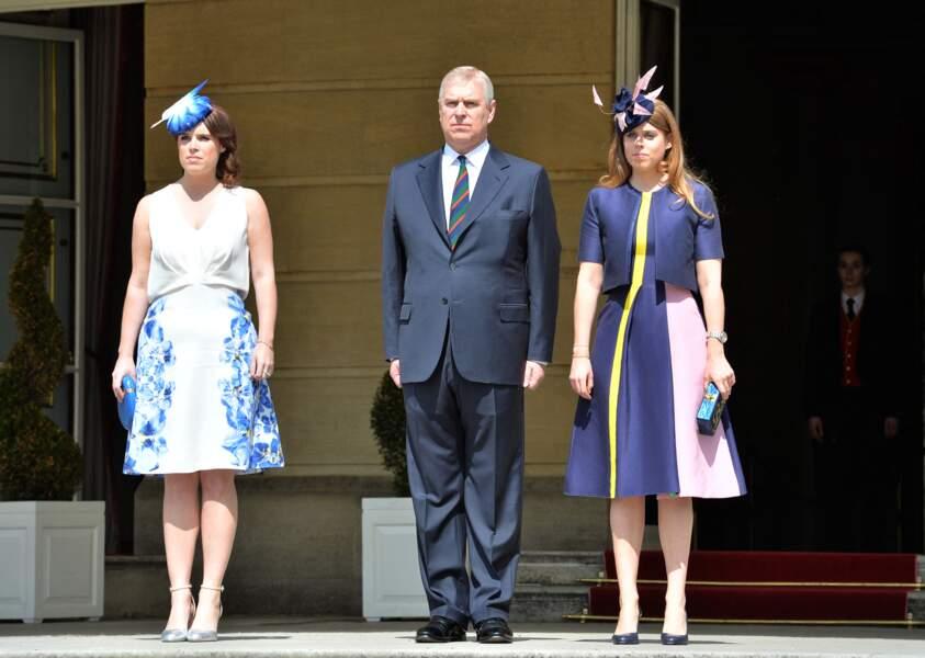 Les princesses Beatrice et Eugenie d'York entourent leur père Andrew.