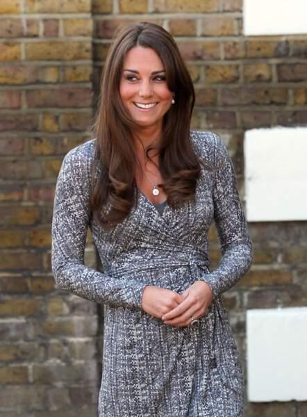 Kate Middleton toujours brune aux cheveux longs le 19 fevrier 2013