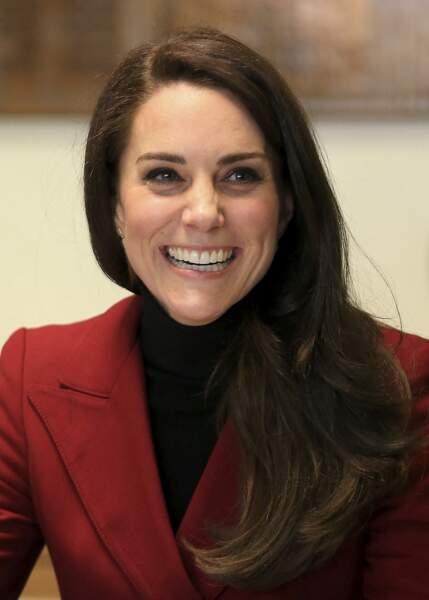 Kate Middleton craque pour la folie du side-hair le 14 février 2017.