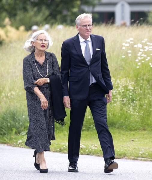 Marit Tjessem, la mère de la princesse Mette-Marit de Norvège, assistait aux funérailles de son compagnon, Magnar Alfred Fjeldvær, avec son fils, Per Høiby.