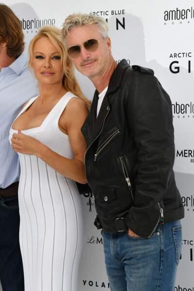 Eddie Irvine : Pamela Anderson a été aperçue avec le pilote Eddie Irvine a plusieurs occasions. On leur prête une relation en 2006