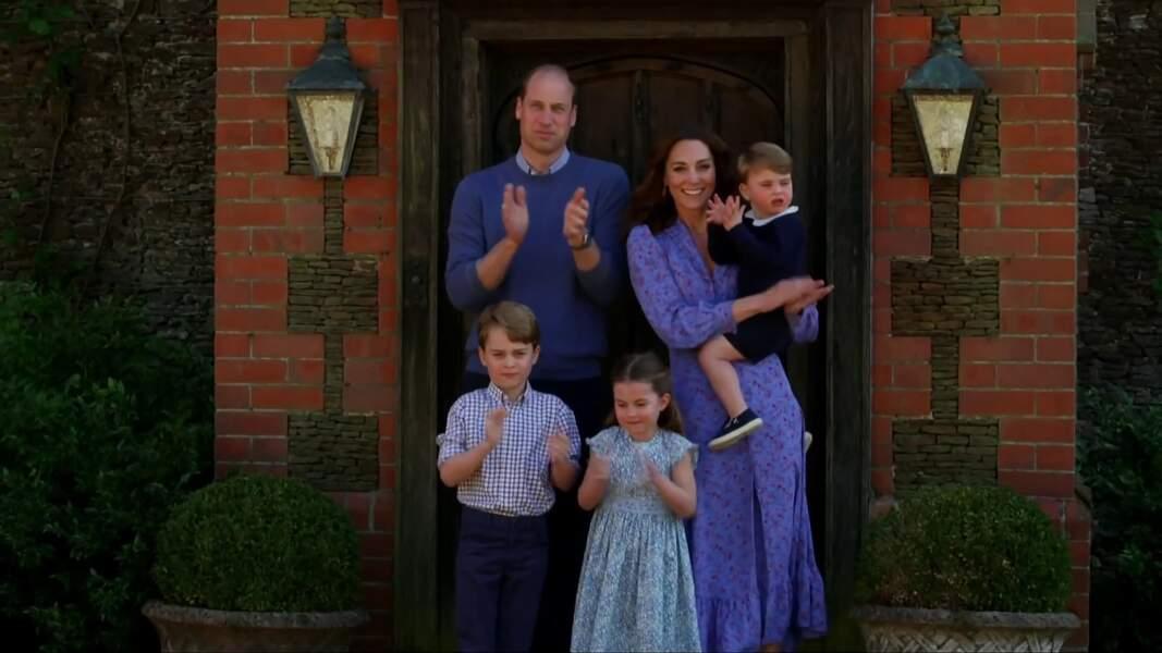 Les Cambridge et leurs enfants, George, Charlotte et Louis, affichent tous un teint hâlé