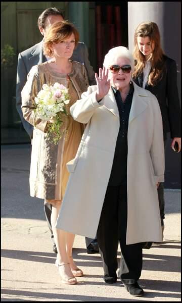 Line Renaud, accompagnée de Claude Chirac, après la célébration du mariage de Claude Chirac et de Frédéric Salat-Baroux.