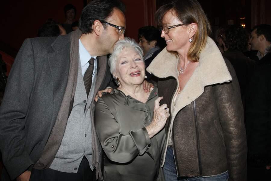 Line Renaud, avec Claude Chirac et son mari, à la générale de la pièce de théâtre Harold et Maude, le 5 mars 2012.