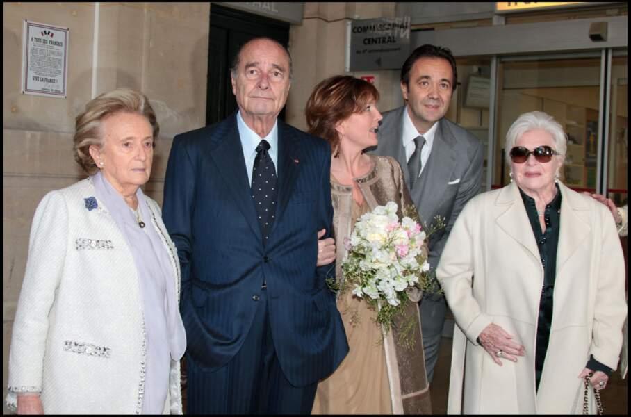 Bernadette Chirac, Jacques Chirac, Claude Chirac, Frédéric Salat-Baroux, et Line Renaud, à la mairie du VIe arrondissement de Paris, pour célébrer le mariage de Claude Chirac et Frédéric Salat-Baroux.