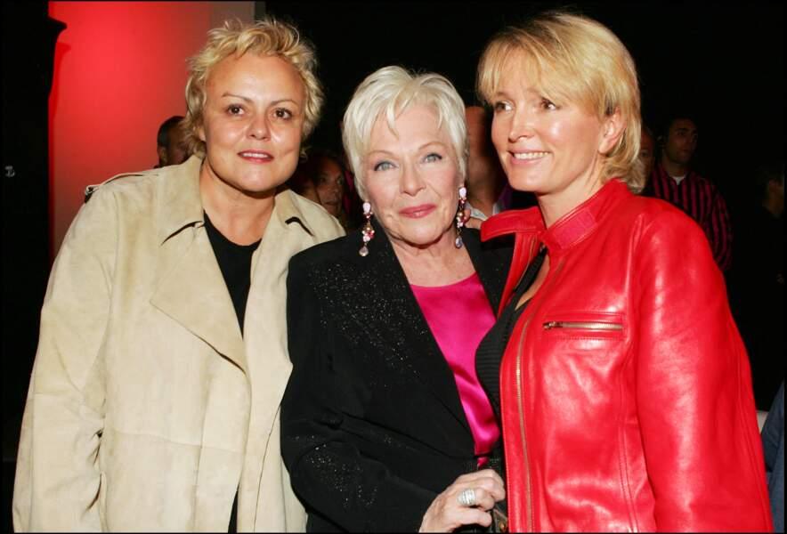 Muriel Robin, Line Renaud et Claude Chirac, lors de la soirée de lancement de la chaîne Pink TV, en 2004.