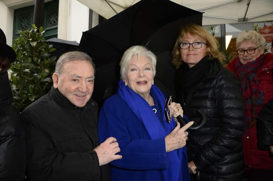 Levon Sayan, Line Renaud et Claude Chirac, lors de la découverte de la plaque en hommage à Loulou Gasté, le 29 janvier 2014.