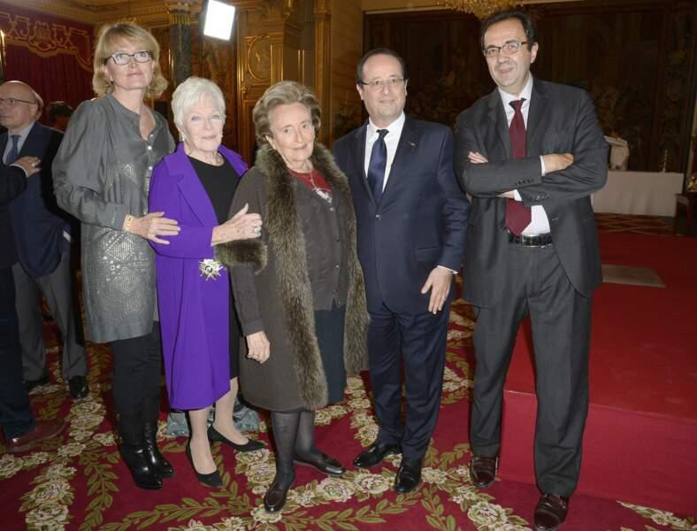 Claude Chirac, Line Renaud, Bernadette Chirac, Francois Hollande et Frédéric Salat-Baroux, le mari de Claude Chirac, au palais de l'Elysée, le 21 novembre 2013.