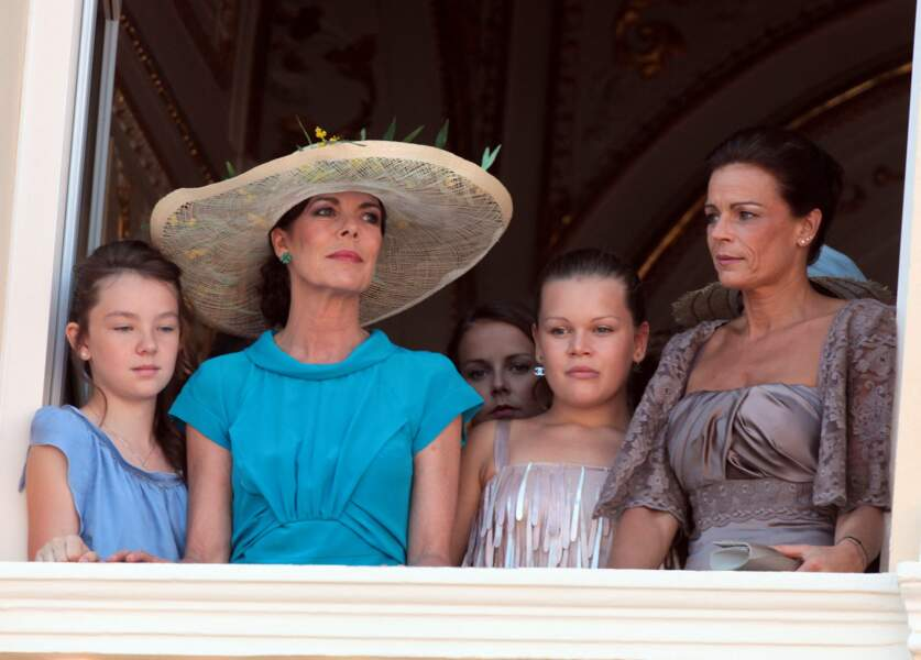 La princesse Caroline, sa fille Alexandra, et la princesse Stéphanie en compagnie de sa fille Pauline.