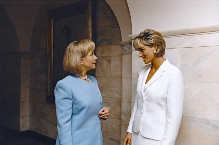 Lady Diana rencontre Hillary Clinton