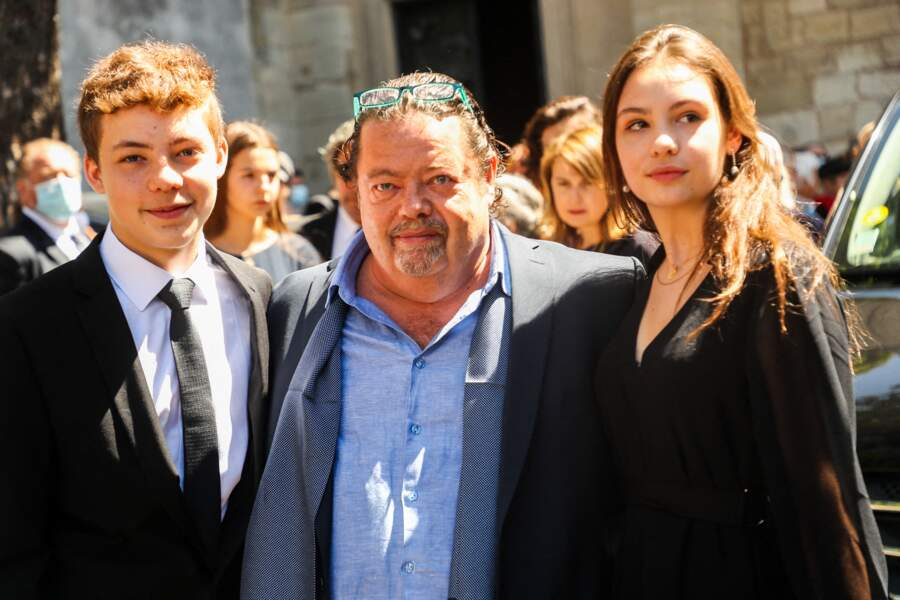 Alastair Cuddeford et ses enfants rendent un dernier hommage à Hermine de Clermont-Tonnerre, décédée des suites d'un terrible accident de moto