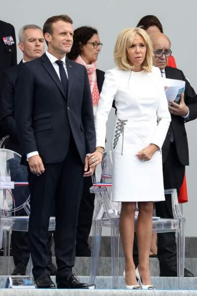 Brigitte et Emmanuel Macron dans la tribune présidentielle pour le défilé du 14 juillet 2019.