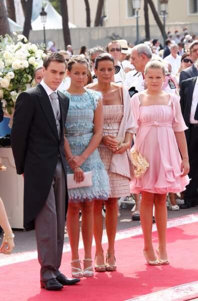 Camille Gottlieb à 13 ans en robe rosepour le mariage religieux de Charlene et Albert en 2011.