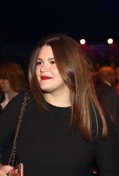 Cheveux longs bruns et lisses, bouche rouge, Camille Gottlieb a 20 ans