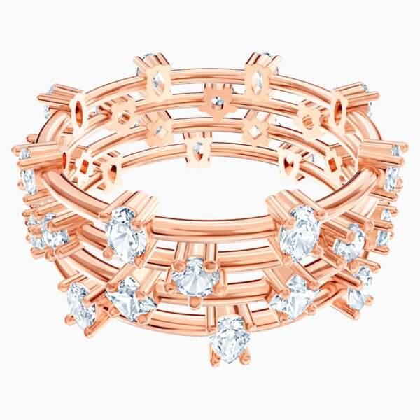 Bague en métal doré rose et cristaux Swarovski, 74,50€, Swarovski