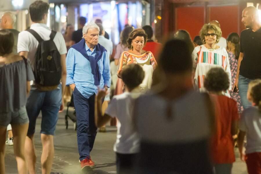 """Bernard Tapie et sa femme Dominique, à la sortie du restaurant """"Le Girelier"""" à Saint-Tropez, le 15 juillet 2020."""