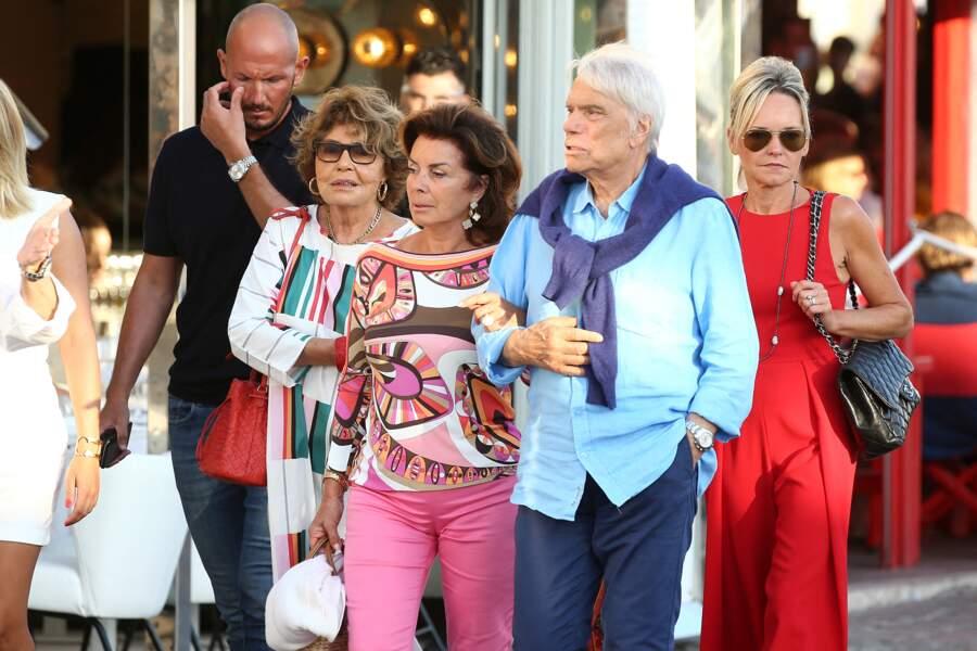 Bernard Tapie, en meilleure forme, va au restaurant avec sa femme Dominique, à Saint-Tropez, ce 15 juillet 2020.