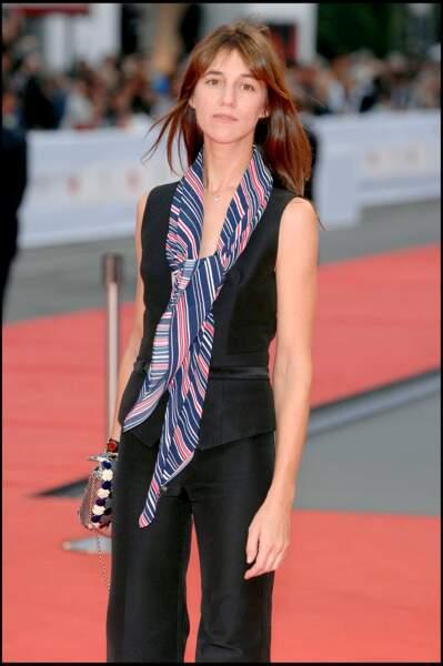 Charlotte Gainsbourg  en 2007 : une tenue ajustée et un peu de couleurs à la Mostra de Venise.