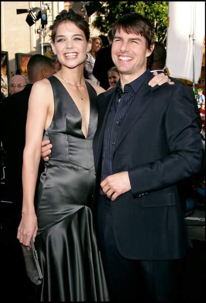 """Divorce houleux entre Tom Cruise et Katie Holmes en 2012 pour """"différends irréconciliables"""". L'actrice de la série Dawson réclame la garde exclusive de leur fille Suri qu'elle refuse de voir entrer dans la Scientologie, dont est membre l'acteur. Elle obtiendra finalement gain de cause."""
