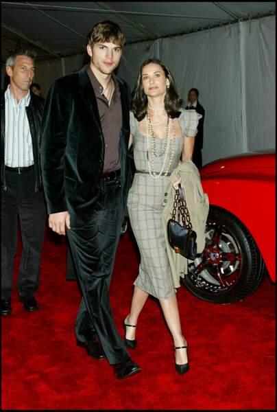 """Demi Moore et Ashton Kutcher se sont dit """"oui"""" pour la vie en 2005. Mais en 2011, ils rétropédalent et décident de divorcer. L'actrice goûte peu les infidélités de son époux. Un échec difficile à encaisser pour elle."""