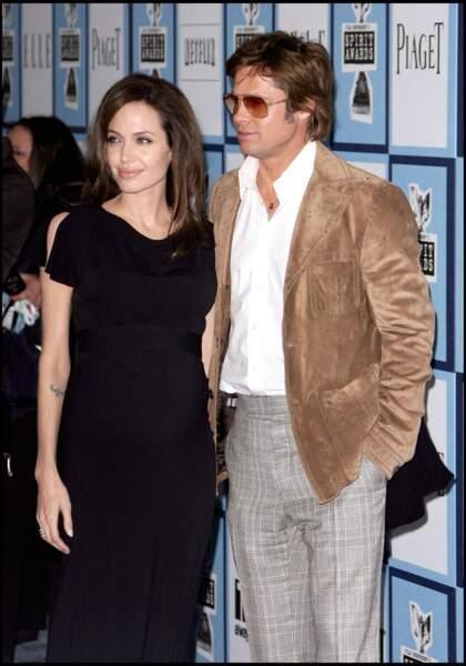 C'est l'un des divorces les plus retentissants de l'histoire. Angelina Jolie a demandé le divorce après 12 ans de vie commune. L'actrice a réclamé la garde exclusive de leurs six enfants. Un drame pour l'acteur, brisé par cette séparation.