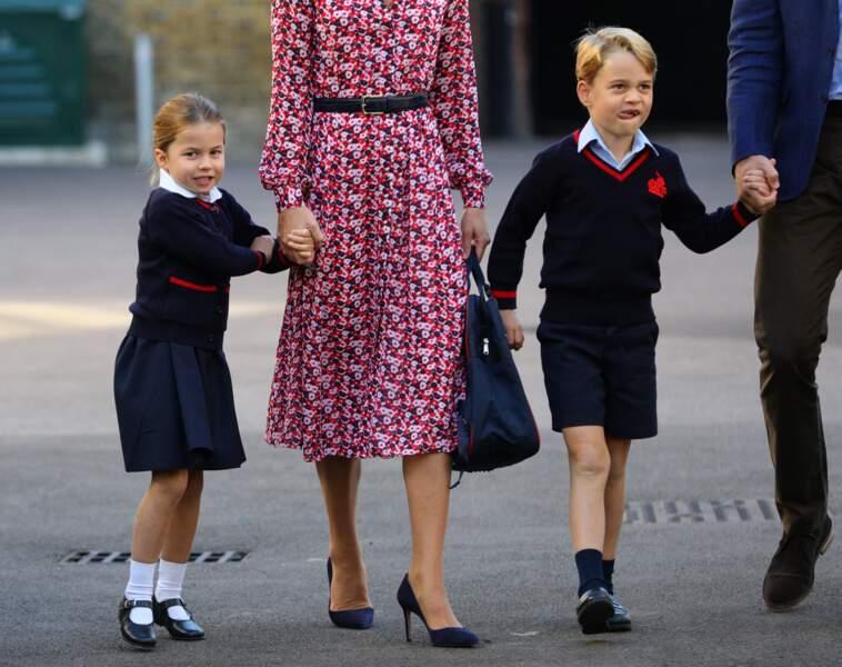 Le prince George et la princesse Charlotte ne semblent pas avoir de mal à quitter leurs parents pour aller à l'école