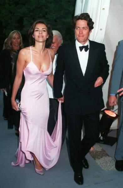 En 1995, alors en couple avec Liz Hurley, Hugh Grant est arrêté après avoir fait appel aux services d'une prostituée, Divine Brown, sur Hollywood Boulevard. Les photos de son interpellation feront les choux gras de la presse à scandale.