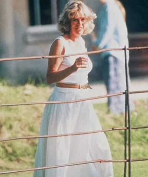 En 1992, Diana révèle que le prince Charles l'a trompée tout au long de leur mariage avec Camilla Parker Bowles. Des déclarations qui feront trembler la Couronne britannique.