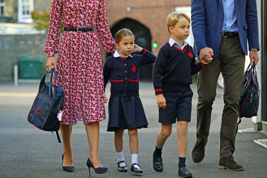 Le prince George et la princesse Charlotte sont craquants dans leurs petits uniformes