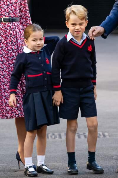 Le prince George et la princesse Charlotte ont du mal à se retenir de faire des grimaces