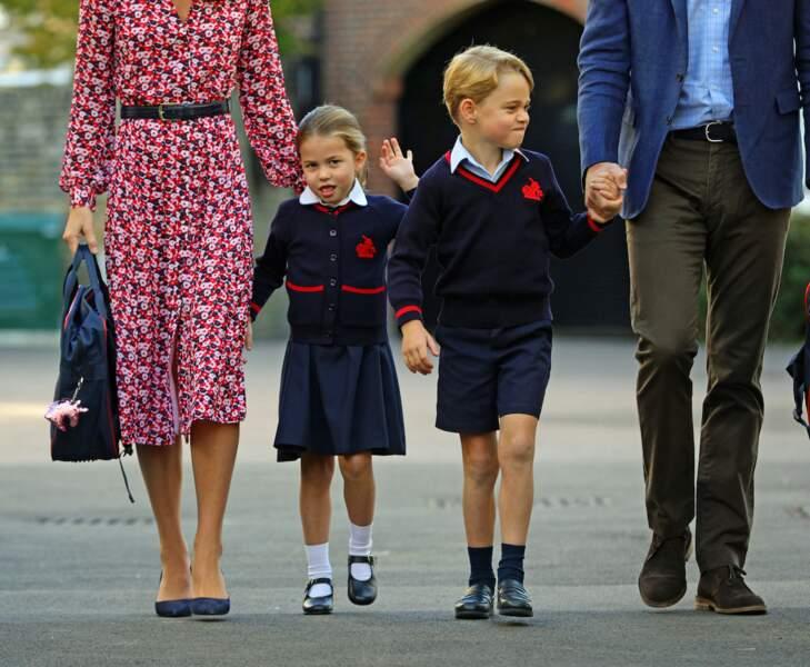 Le prince George et la princesse Charlotte sur la route de l'école
