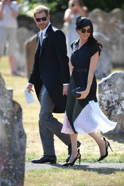 Meghan Markle dans une élégante robe Club Monaco por le mariage de Charlie van Straubenzee et Daisy Jenks.