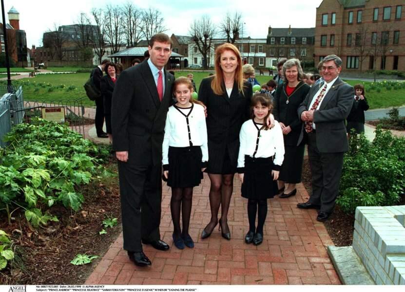 Andrew et Fergie, avec leurs deux filles, en mars 1999.