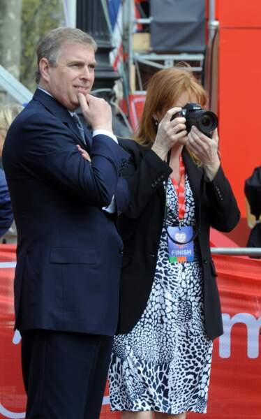 Sarah Ferguson et le prince Andrew participent au Virgin Marathon de Londres, en avril 2010.