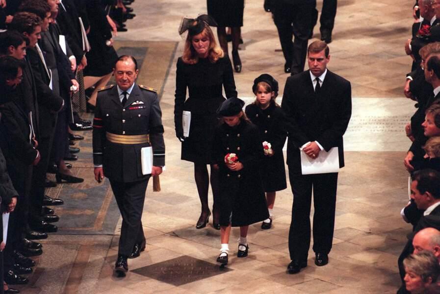 Sarah Ferguson, le prince Andrew, et leurs deux filles, aux funérailles de la princesse Diana le 6 septembre 1997.