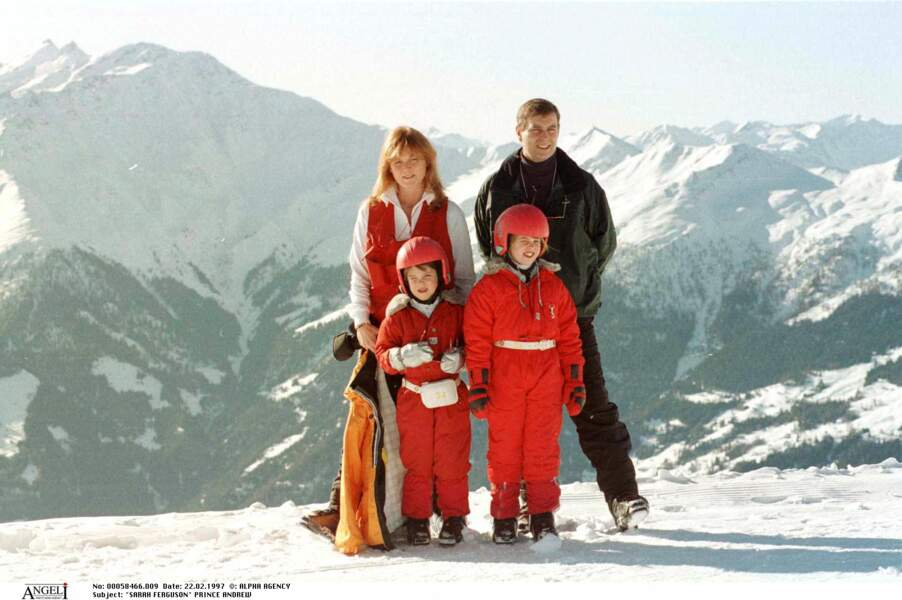 Sarah Ferguson, le prince Andrew et leurs deux enfants, à Verbier, en Suisse, en février 1997.