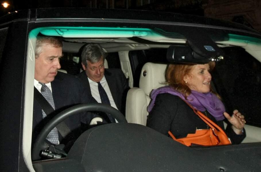 Le Prince Andrew et Sarah Ferguson, à la sortie d'un restaurant à Londres, après avoir été dîner ensemble, le 17 avril 2013.