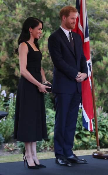 Meghan Markle et une classique petite robe noire Emilia Wickstead.