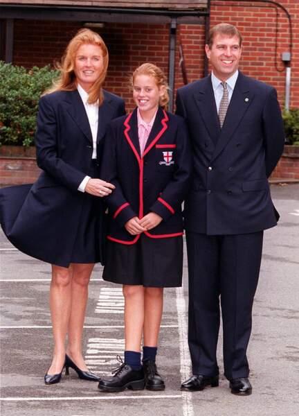 Le prince Andrew et Sarah Ferguson, avec leur fille, la princesse Beatrice, à leur arrivée à la St. George School, à Windsor, le 7 septembre 2000.