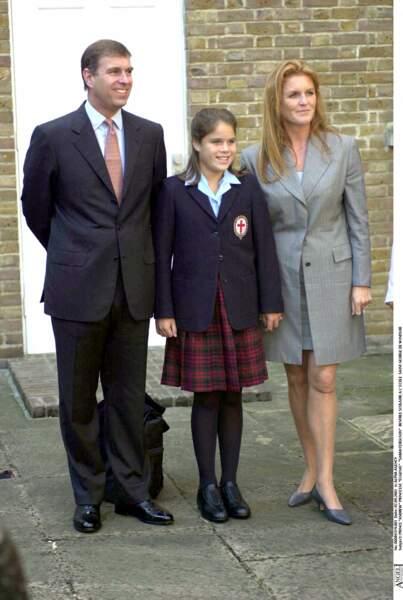 Le prince Andrew et Sarah Ferguson, lors de la rentrée scolaire de la princesse Eugenie, à l'école Saint George de Windsor, en septembre 2001.