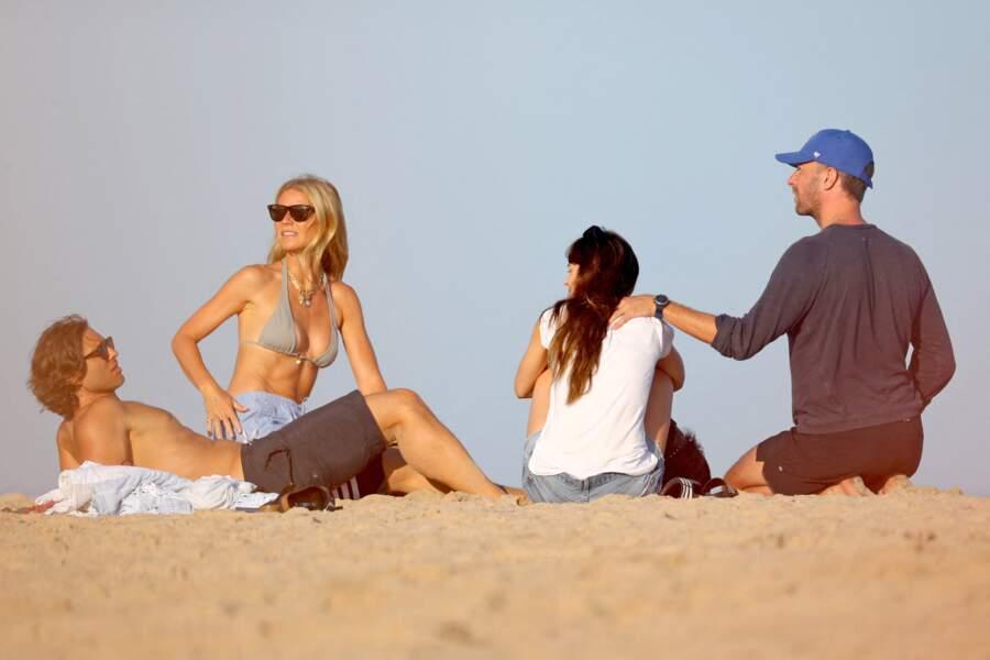Gwyneth Paltrow, son mari Brad Falchuk, son ex-mari Chris Martin et sa compagne Dakota Johnson en 2019.
